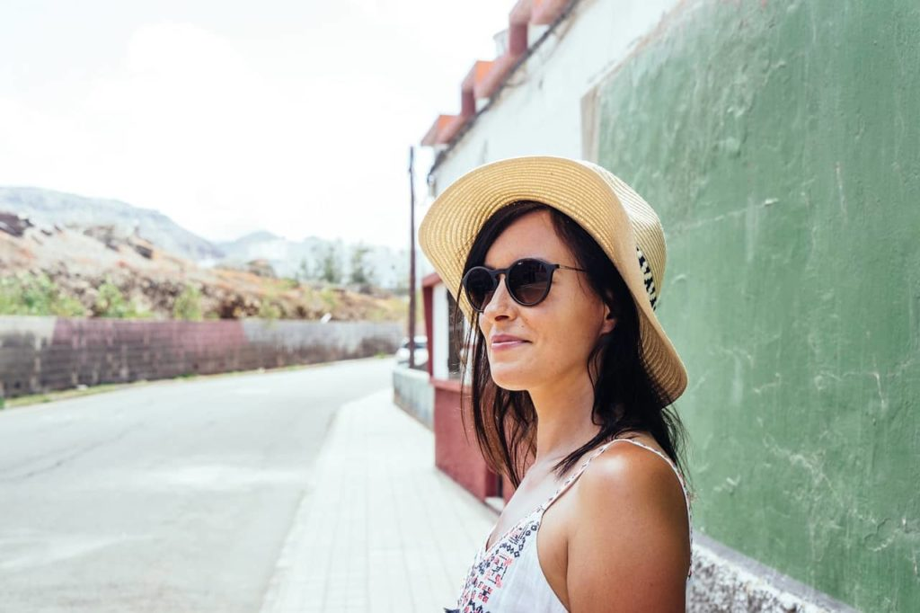 Reduce wrinkles with sun hat and sunglasses